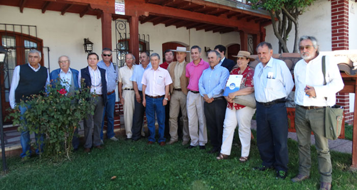 Resultado de imagen para Agricultores continuarán ofensiva contra código de aguas en marzo