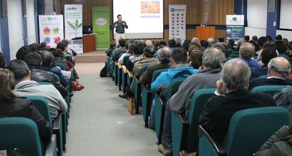 El expositor, Manuel Saavedra, respondió a las inquietudes de los empresarios y trabajadores presentes.