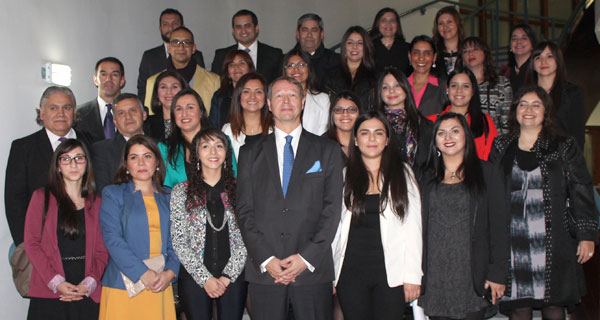 Grupo de docentes que participó en el curso y que fue reconocido por el embajador de Finlandia, Markus Leinonen.
