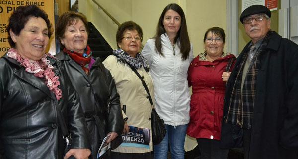 Magdalena Burgos, Rosa Zapata, Matilda Rivero, gobernadora Lorena Vera, Alicia Vásquez y Luis Santibáñez.
